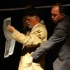 """""""Am angajat un ucigaş profesionist"""" de Aki Kaurismaki, pe scena Teatrului Naţional """"Radu Stanca"""" din Sibiu"""