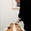 """Christian Paraschiv, unul dintre cei mai importanţi artişti plastici ai generaţiei `80, expune la Paris şi lansează monografia """"Negrul este culoarea limbajului"""""""