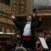 Dirijorul Jin Wang, la pupitrul Orchestrei Naţionale Radio