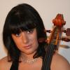 Violoncelista Laura Buruiană cântă la Sala Radio