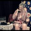 """""""Sînt o babă comunistă"""", one woman show cu Csoma Judit"""