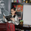 """Marele premiu al campaniei """"Pașaport spre înţelepciune"""", o bibliotecă plină cu cărţi, a ajuns la Giulia-Nicoletta chiar de Moș Nicolae!"""