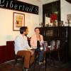 Jurnalista româncă Irina Szász îl prezintă pe Dalai Lama în Spania