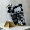 Cum încurajează cititul o cafenea din Cluj-Napoca: fragmente din cărți pe paharele de cafea