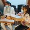 Tehnologia pentru educația online ajunge la copiii defavorizați din zona Brașovului prin intermediul Narada și al partenerilor ei